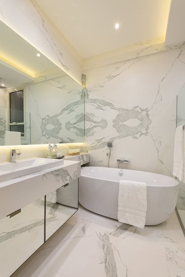 Now Trending Accent Walls In The Bath Marble Granite
